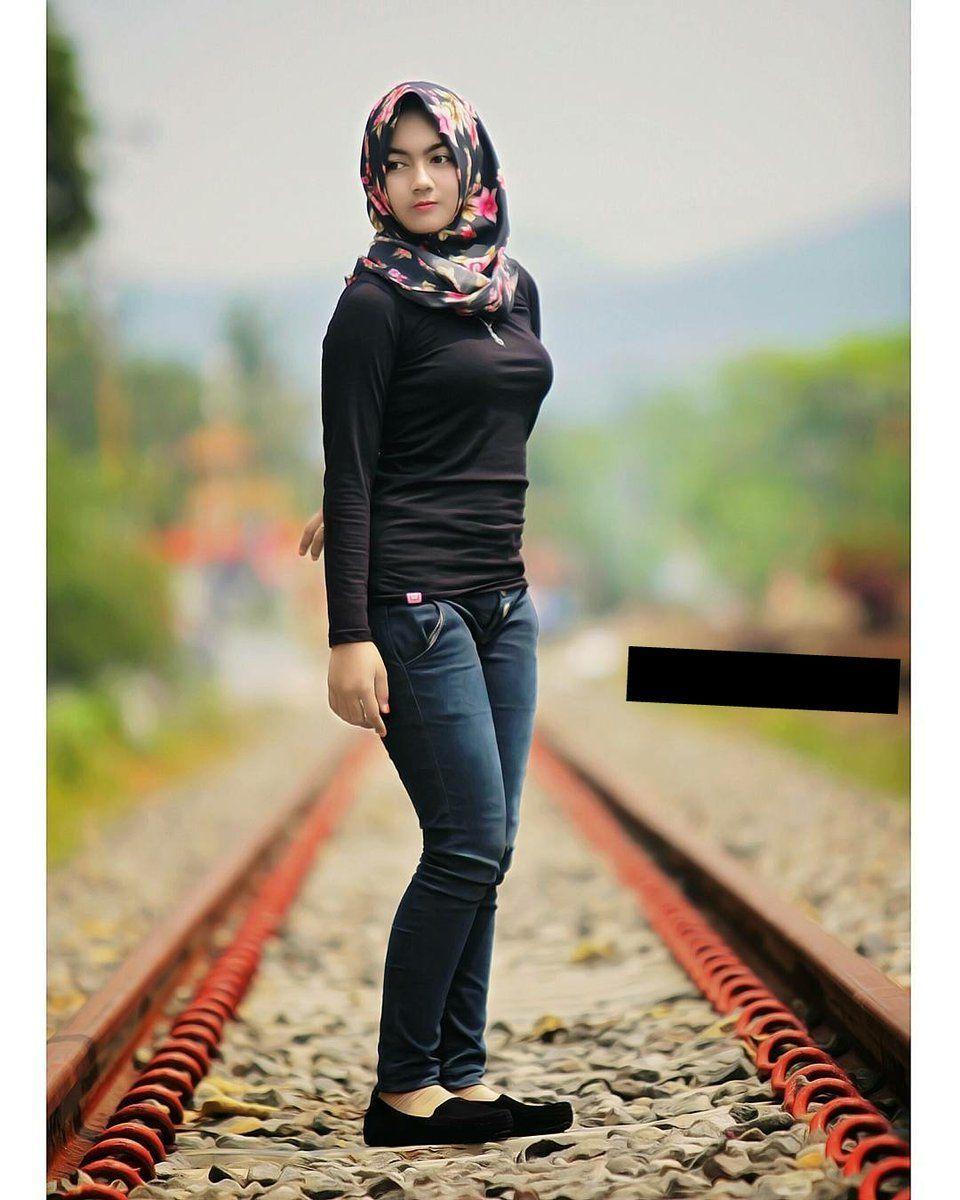 Dilekatkan (Dengan gambar) Wanita, Jilbab cantik, Pakaian