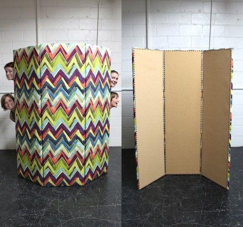 paravent en bois recouvert de tissu et li ge tapisserie. Black Bedroom Furniture Sets. Home Design Ideas