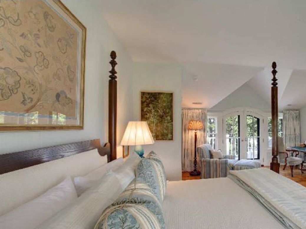 white house master bedroom obama cdn frontdoor barack obamas summer white house on 20154
