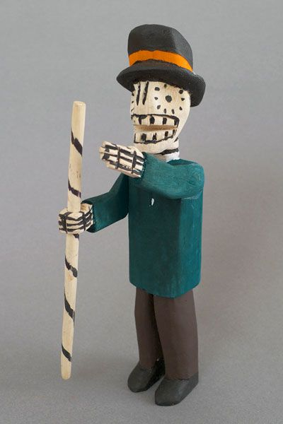 種蒔き用の堀棒を持ったガイコツおとうさん http://www.labrava.jp/oaxacan-wood-carving/gaikotsu/fg1020.html 10800 yen
