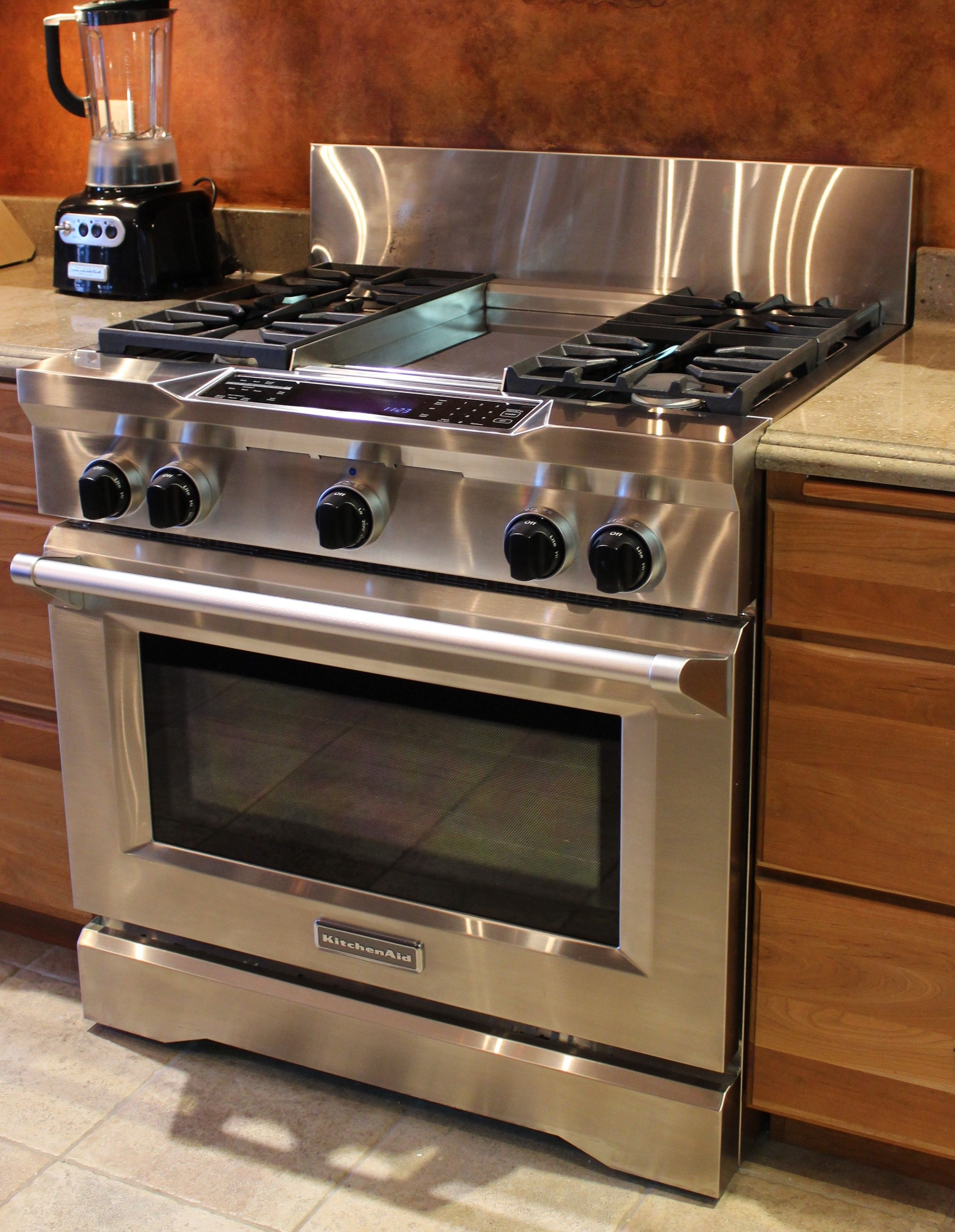 This Commercial Kitchenaid Range Has Four Burners And A Griddle In