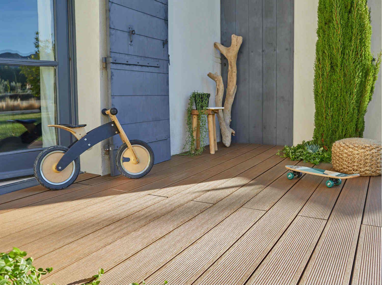 Comment Poser Des Paves Pour Une Allee Ou Une Terrasse Pietonne Leroy Merlin Terrasse Composite Planche Composite Terrasse Bois Composite