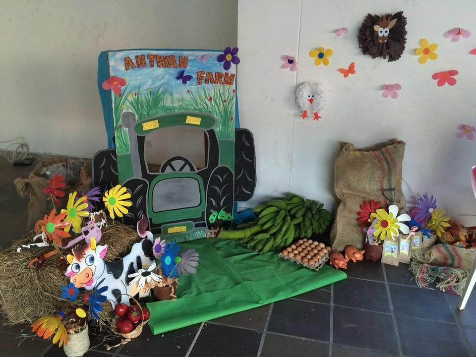 photo booth...tractor y elementos de la granja