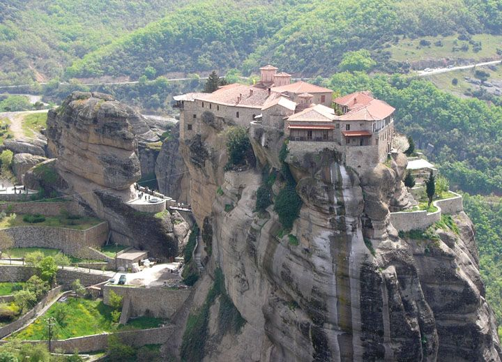 Meteora Mobili ~ Meteora is an area in thessaly central greece and kalampaka is