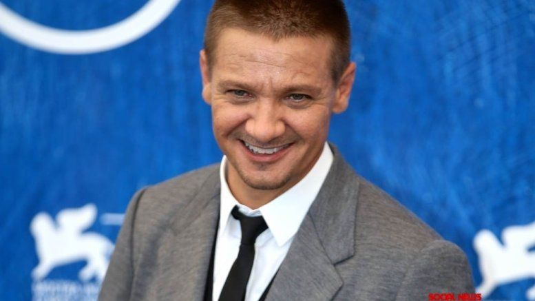 Actorsinger Jeremy Renner croons a new song (With images