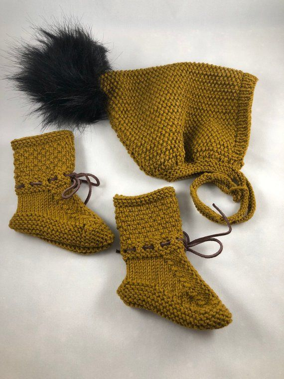 9cdd4fe6ec55f Baby Booties and Pixie hat with black fur Pom Pom 0-6 months. Honey ...
