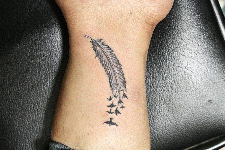 Tatouage Plume Signification Et 20 Idees De Tatouage A Decouvrir
