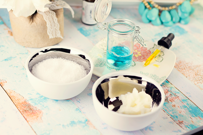 Super easy DIY Healing Foot Scrub! Get the recipe. || Hairspray and Highheels