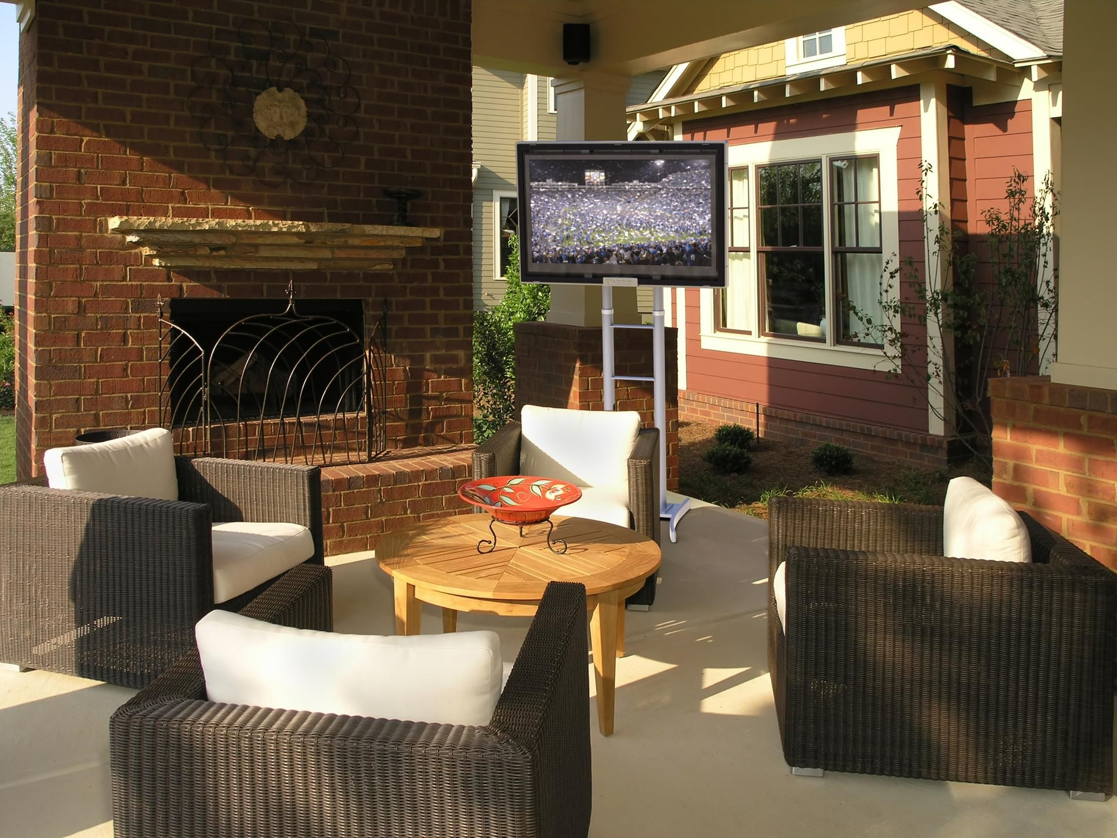 take the show outside all weather led tv enclosure in use on a