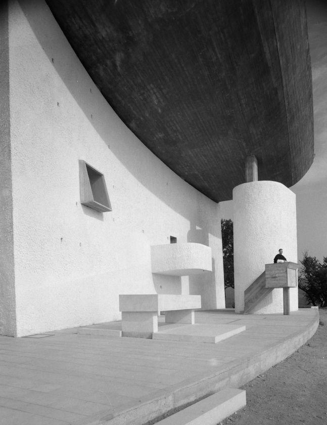 Notre Dame du Haut Chapel, Ronchamp France (1955) | Le Corbusier | Image © Ezra Stoller/Esto