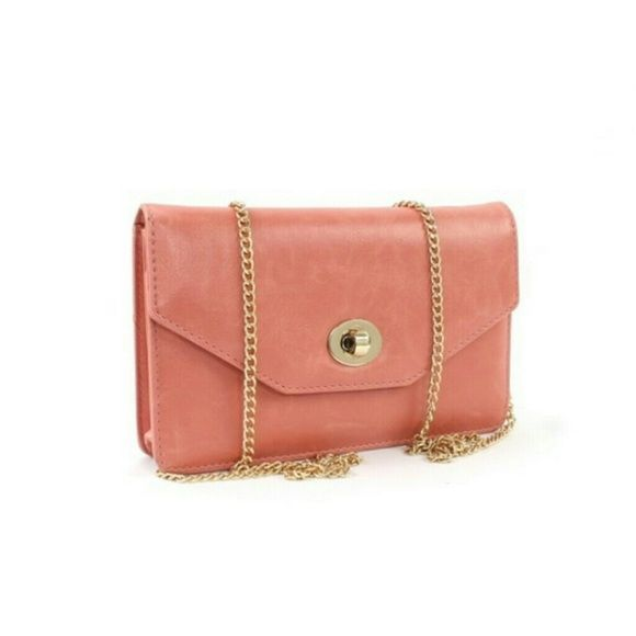 Turn knob flop top with removable chain.NEW Color pink/peach Bags