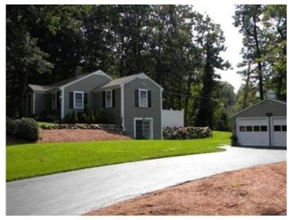 422 Massachusetts Ave Boxborough Ma 01719 3 Bedroom 2 Full Bath 2 Car Garage New Kitchen With Granite Co Large Family Rooms Estate Homes Lots Of Windows