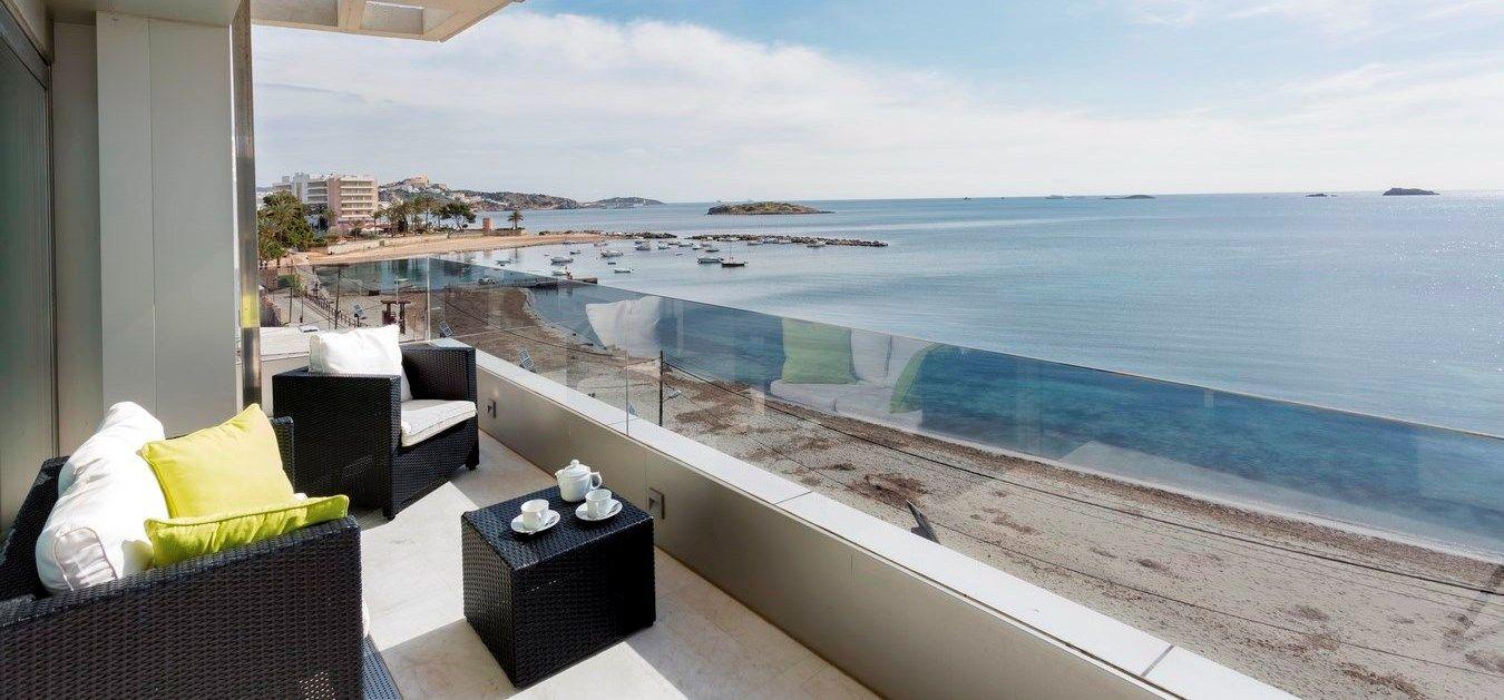 MALDIVAS APARTMENT   Espléndido apartamento de 136m2 dotado de todas las comodidades que uno espera para disfrutar de una estancia de lujo en Ibiza. #ibiza #ibizaluxury #luxury #apartment