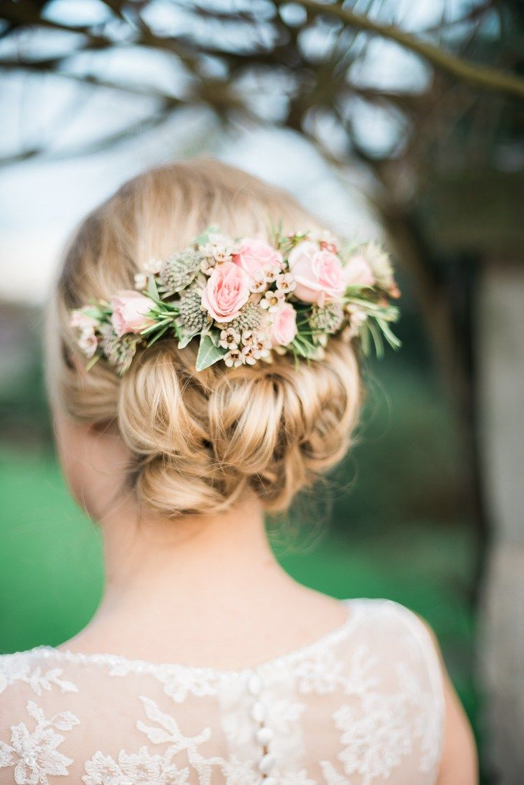 soft pink rustic winter wedding | hairstyle | wedding