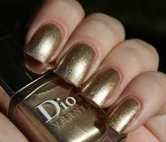 Attractive, bold nail varnish