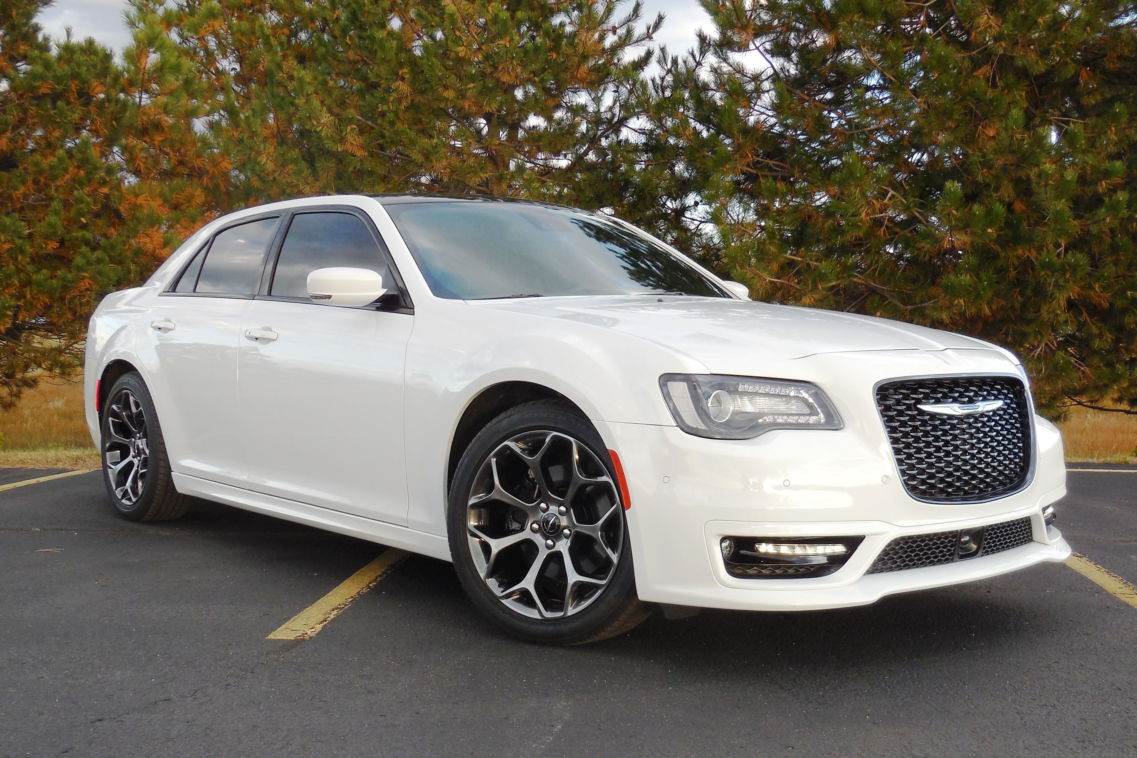 2018 Chrysler 300s W 5 7 Hemi V8 Panoramic Roof With Images