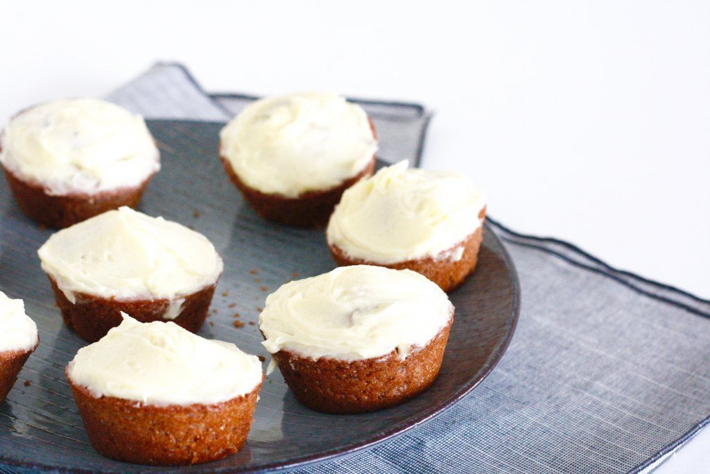 Red velvet cupcakes - Chickslovefood-Red velvet cupcakes – Chickslovefood  Red velvet cake, most people know this incredibly tasty red cake with buttermilk and very sweet frosting. That's why for today's Sinner Sunday we made red velvet cupcakes inspired by the red velvet cake. Although they look very different, they have become at least as tasty ….   - #redvelvetcheesecake