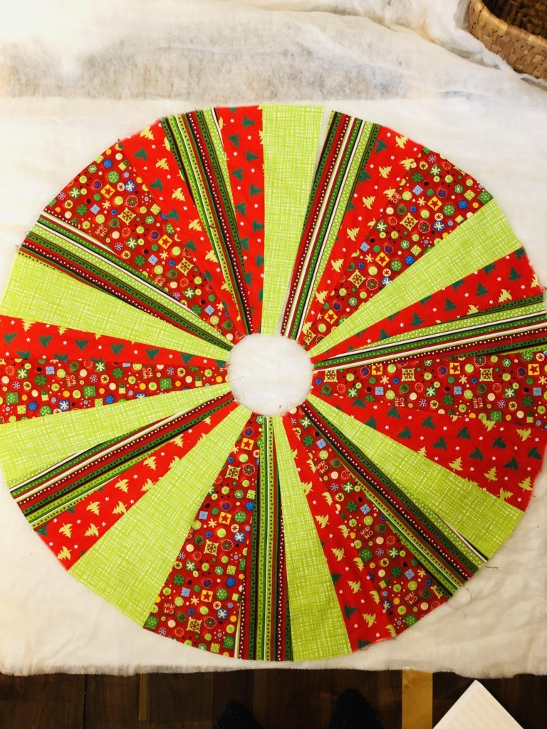 Easy Christmas Tree Skirt & Invisible Thread Tutorial