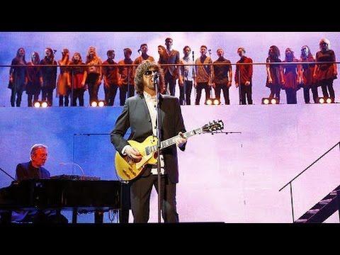 Nov 14 2013 Jeff Lynne Gareth Malone Performing Mr Blue Sky On Children In Need Rocks Jeff Lynne Elo Jeff Lynne Good Music