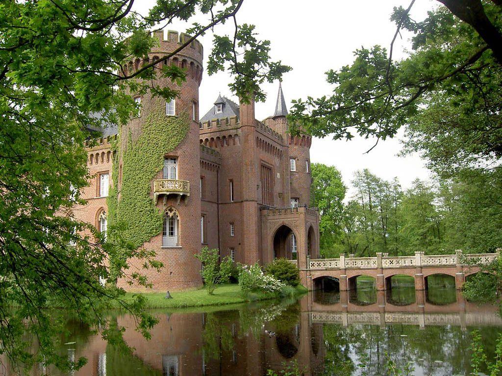 Moyland, Германия. Название замка происходит от ...