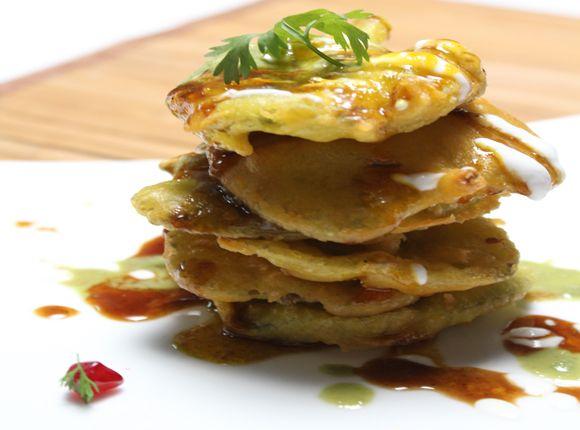 Ajwain pakora chaat indian delicacy pinterest holi recipes food ajwain pakora chaat holi recipessanjeev kapoor twiststraditionalindiantopboard forumfinder Images