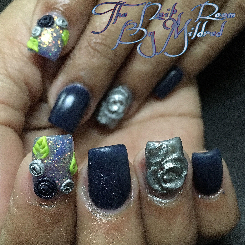 Blue matte nails, silver flowers and glitter #thenailsroom #uñas #uñasacrilicas #uñasdecoradas #nails #nailart #notpolish #nailaddict #nailprodigy #acrylic #acrylicnails #shortnails #squarenails #3dnailart #prettynails #mattenails #bluenails #sparkles #glitternails