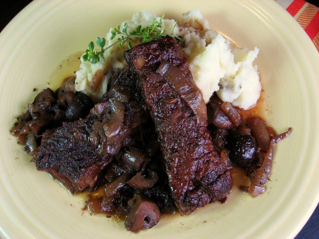 Robyn Cooks: Italian Braised Short Ribs in Red Wine
