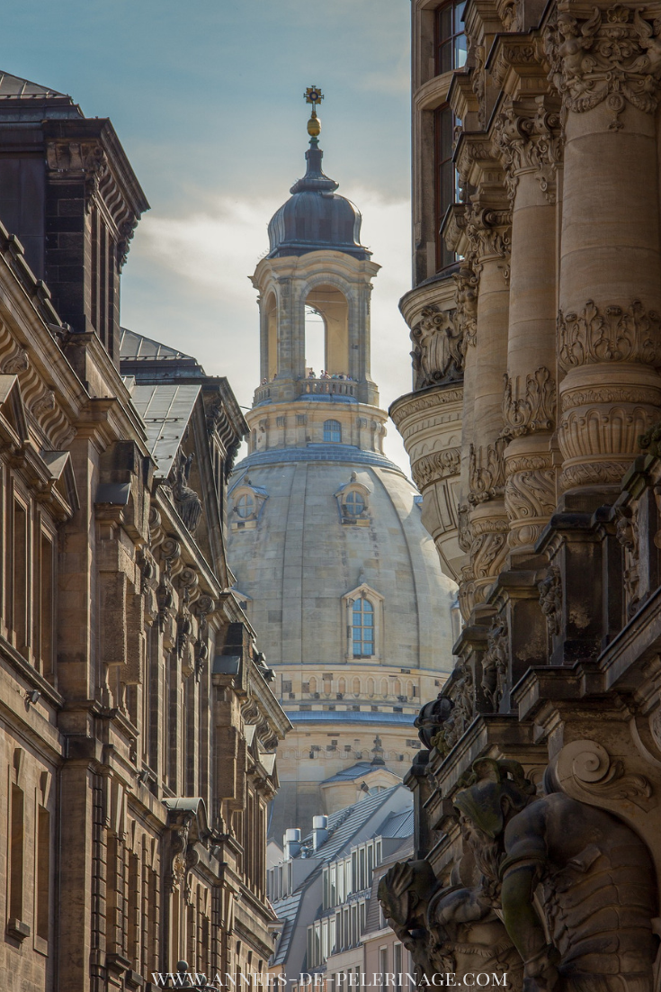 View of the church of our Lady in Dresden. Click for more amazing places in Dresden, Germany.  #europe #travel #traveltips #travelguide #travelblogger #photography #wanderlust #explore #architecture #germany #freereadingincsites
