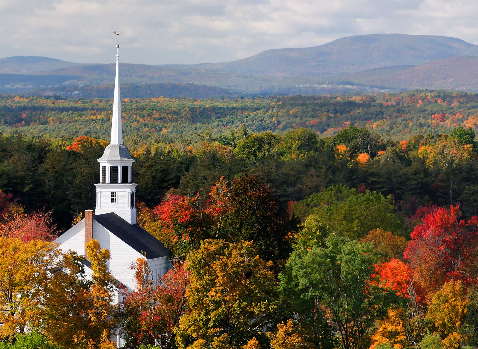 a new england town the first 8 new england towns to visit this fall  this classic new england vacation spot welcomes autumn air with open arms  first look 15 pool landscaping .