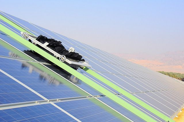 Robots Clean Israeli Solar Panels Without Water Solar Solar Panels Solar Farm