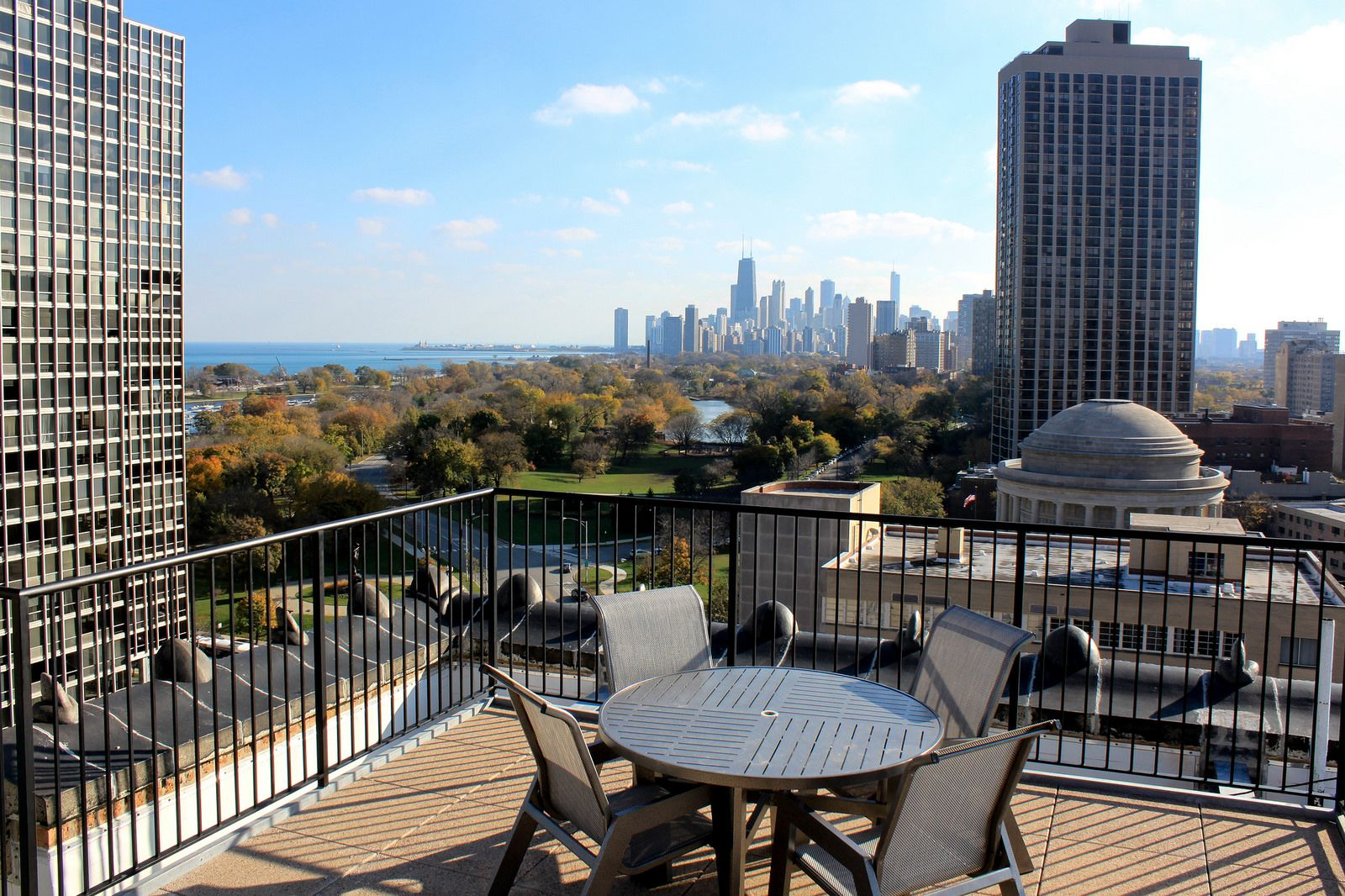 Soak Up The Sun On The Rooftop Of 2850 N Sheridan You Ll Have Breathtaking Views Of The Chicago Skyline And Lake View Apartments Chicago Apartment Lake View