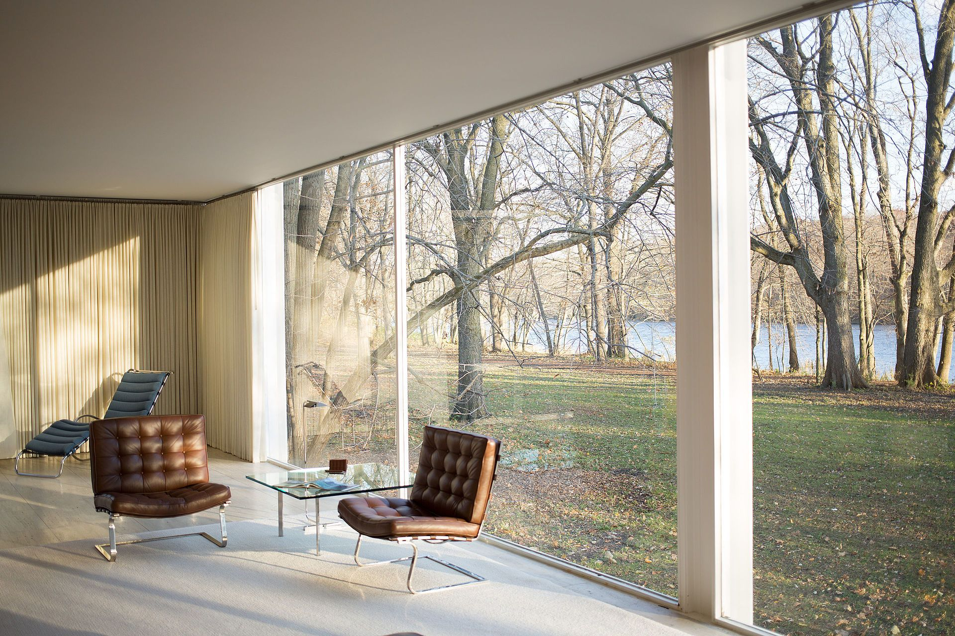 Farnsworth house by mies van der rohe interior farnsworth house wikipedia the free encyclopedia