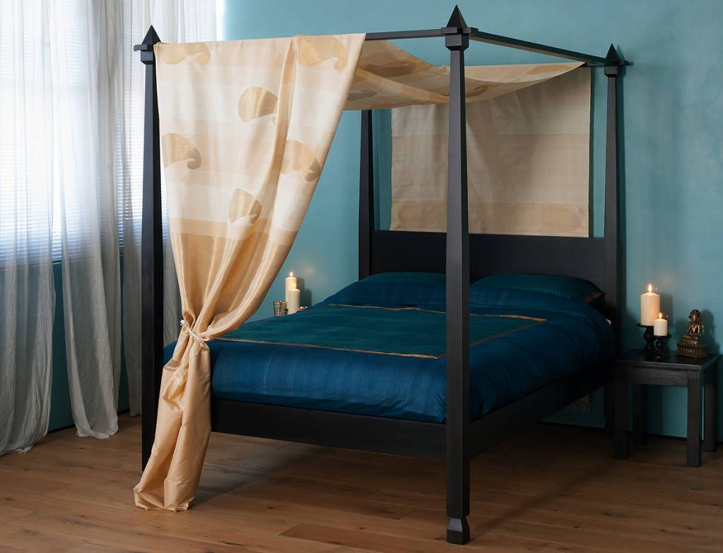 Colonial Style Four Poster Bed