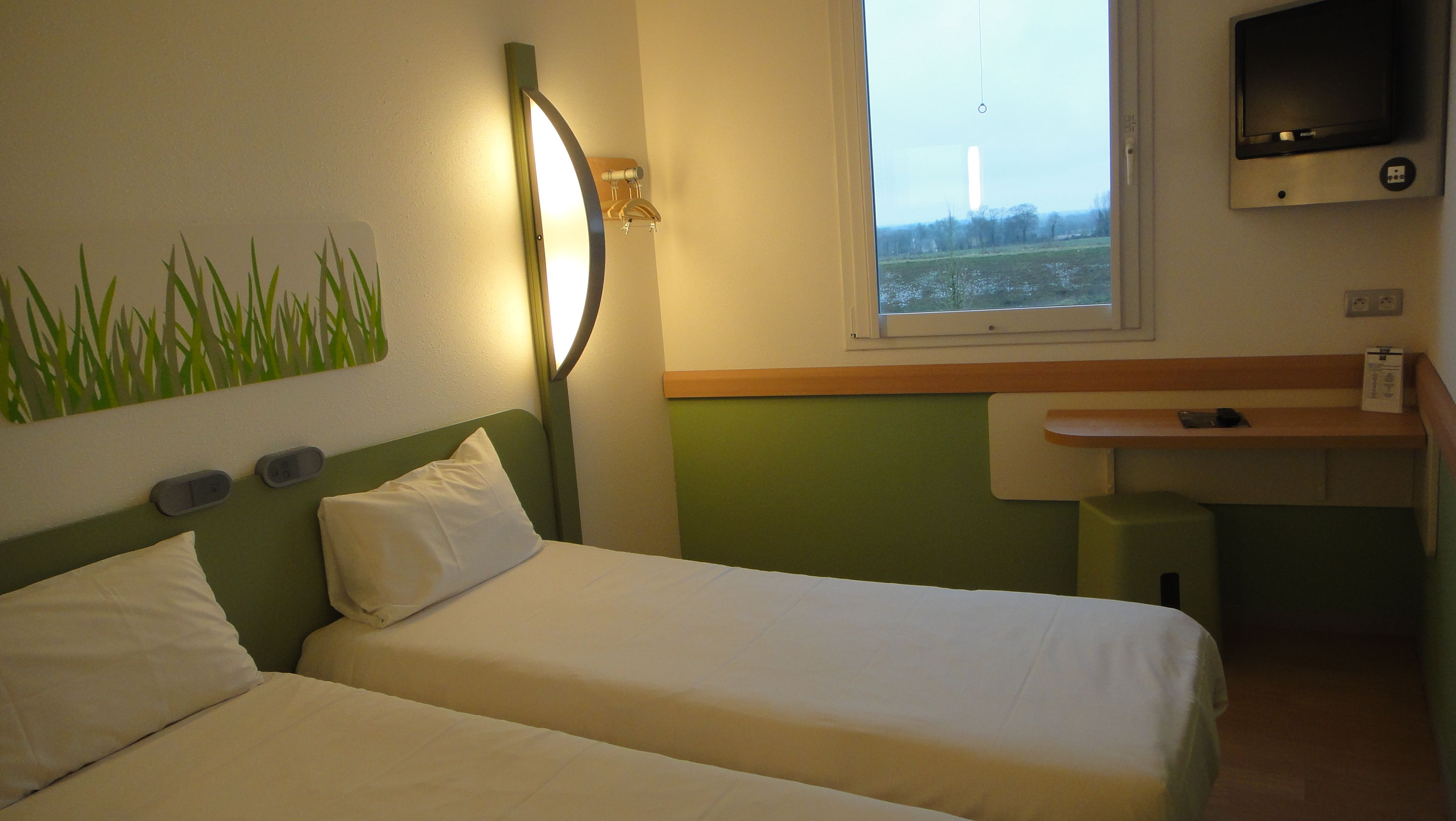 Chambre Twin 2 Lits Separes Ibis Bayeux Hotel Normandie Home Home Decor Hotel