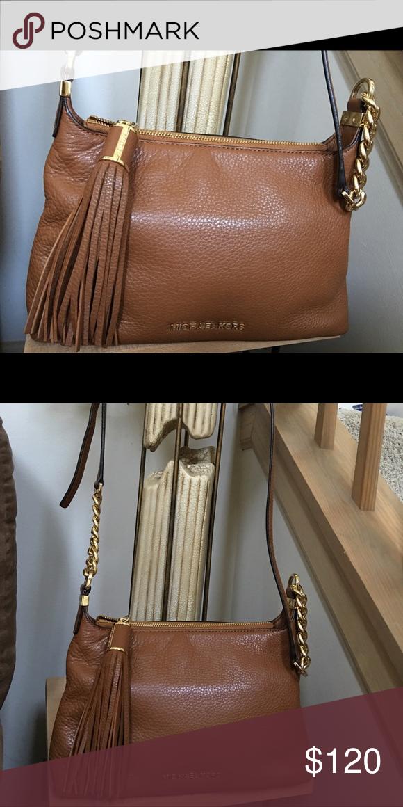 Michael Kors Authentic MIchael Kors crossbody bag in mint condition. Michael Kors Bags Crossbody Bags