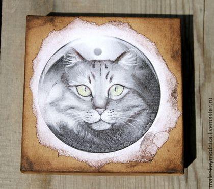 Купить или заказать Кулон 'Мистический кот' 2 в интернет-магазине на Ярмарке Мастеров. Кот выглядывает из темноты камня. Он такой загадочный, мистический. Верный спутник, который поможет правино оценить ситуацию и найти дипломатичный выход из неё. Но это лично мои ощущения)), но у Вас могут быть совсем другие, но, надеюсь, положительные :). Кот - священное животное у многих народов. Коты и кошки почти повсеместно символизируют хитроумие, ясновидение, чувственную красоту, способность…