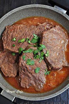Tencerede pişen Lokum gibi yumuşacık salçalı biftekyanında patates püresi veya pilavEminim benim gibi et severlerin bayılarak yediği ikili bunlarYapımı &ccedi...