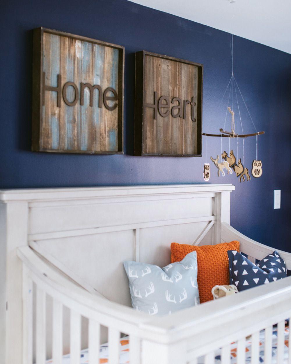 Une chambre de bébé orange et bleue | Orange, Déco chambre bébé et ...
