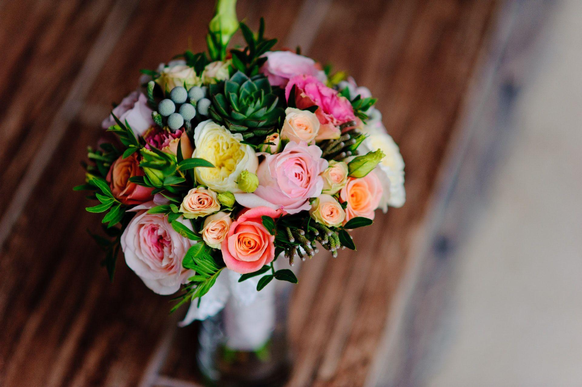 اجمل صور بوكيه ورد لاعياد الميلاد وللأحبه موقع مصري Orange Flower Bouquets Floral Wedding Flowers