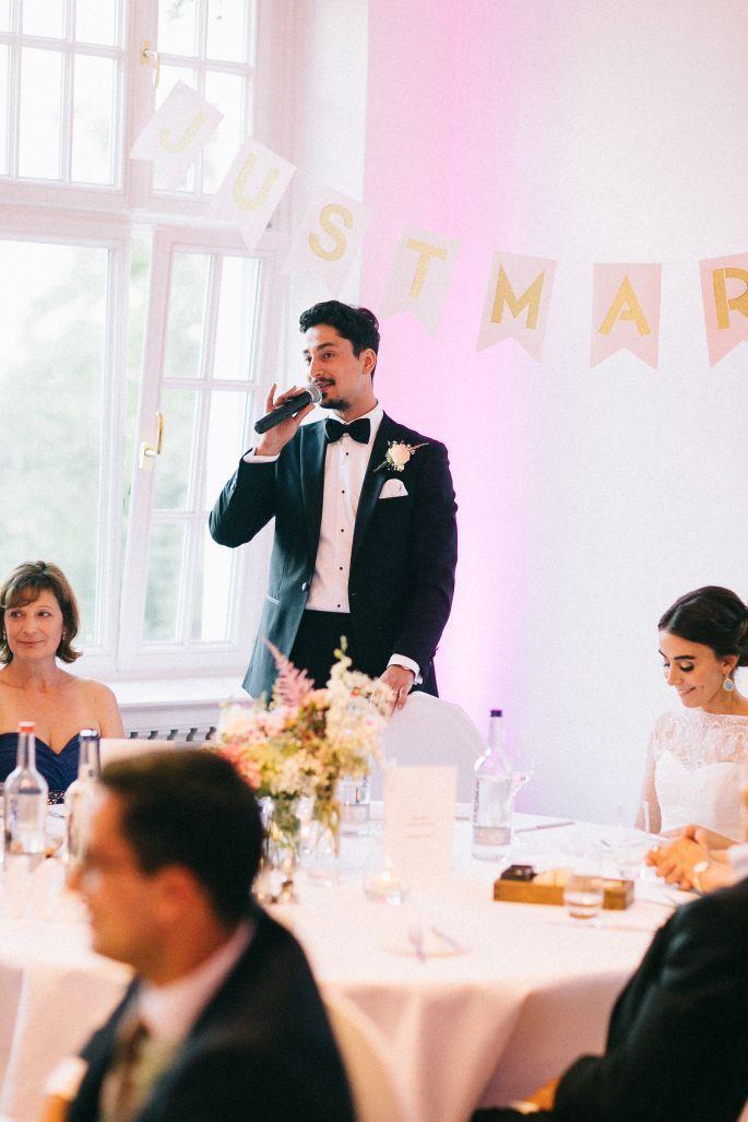 Wie Sie Eine Unterhaltsame Hochzeitsrede Halten Als Brautigam Brautvater Oder Trauzeuge Hochzeit Hochzeitsreden Rede Hochzeit