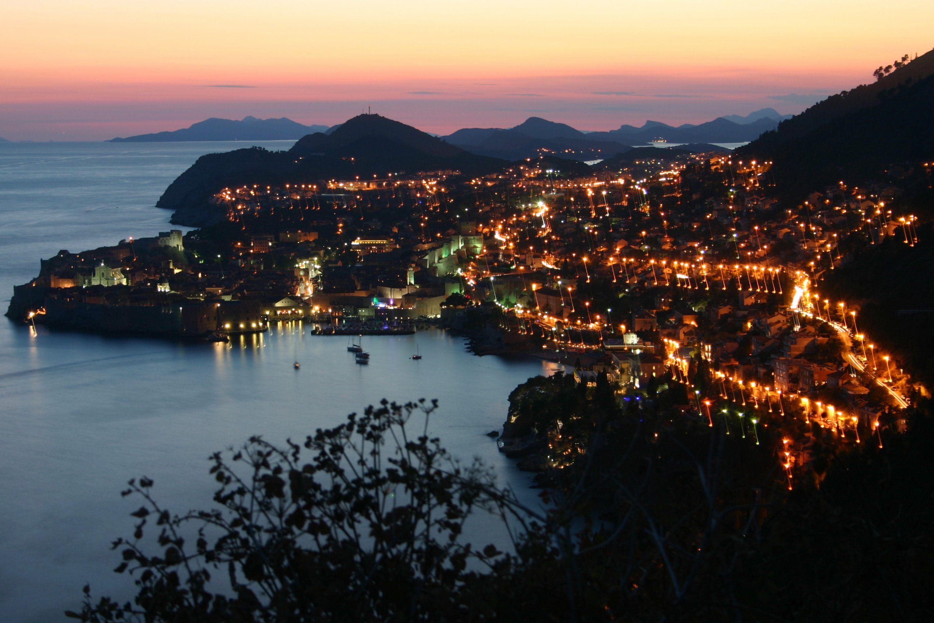 Dubrovnik_by_night.JPG (3072×2048)