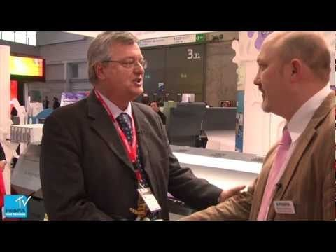 Duncan MacOwan (FESPA) chats to Mike Horsten (Mimaki) on