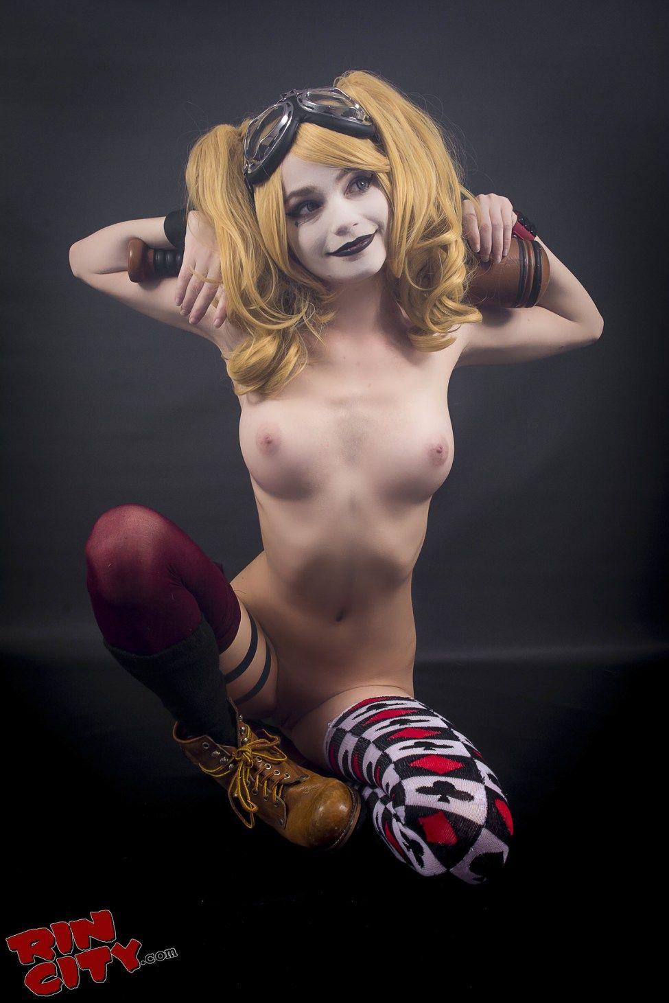 naked Harley quinn