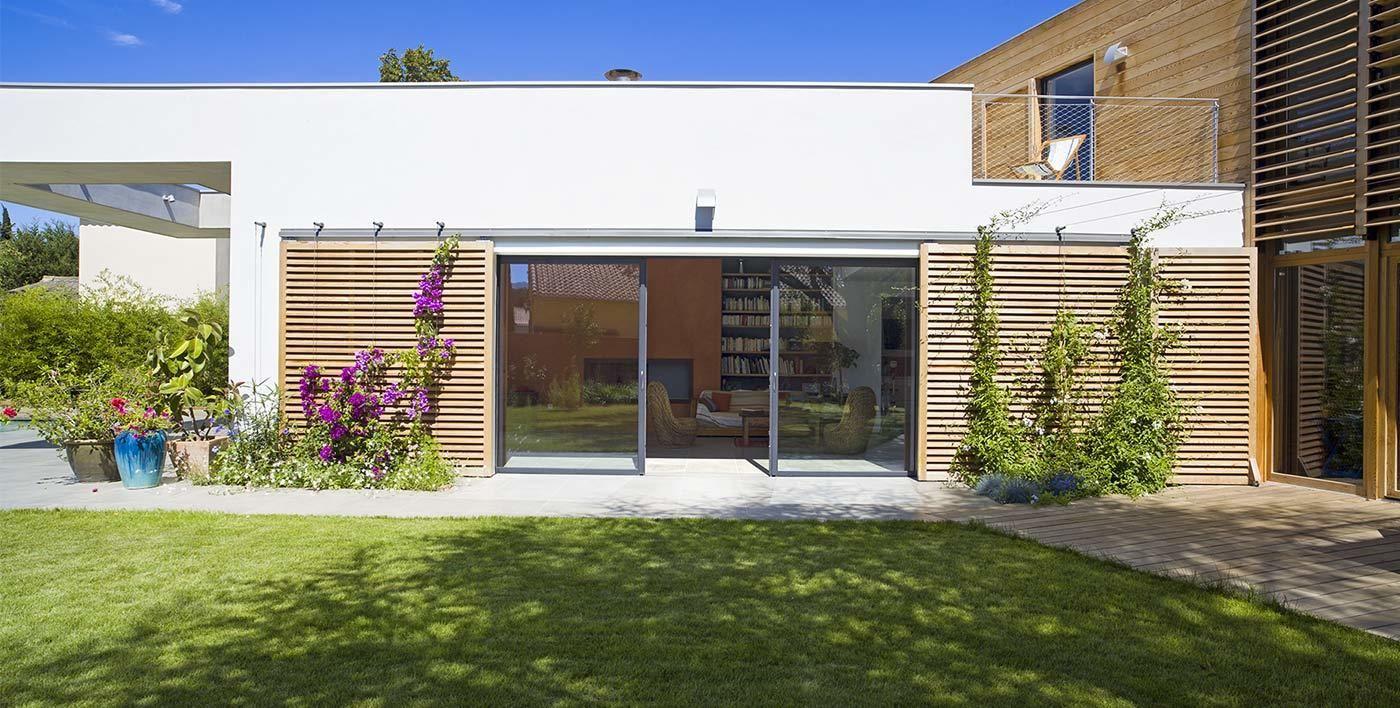 pingl par nouna tchoutchi sur jardin all e terrasse pinterest baie coulissante alu. Black Bedroom Furniture Sets. Home Design Ideas