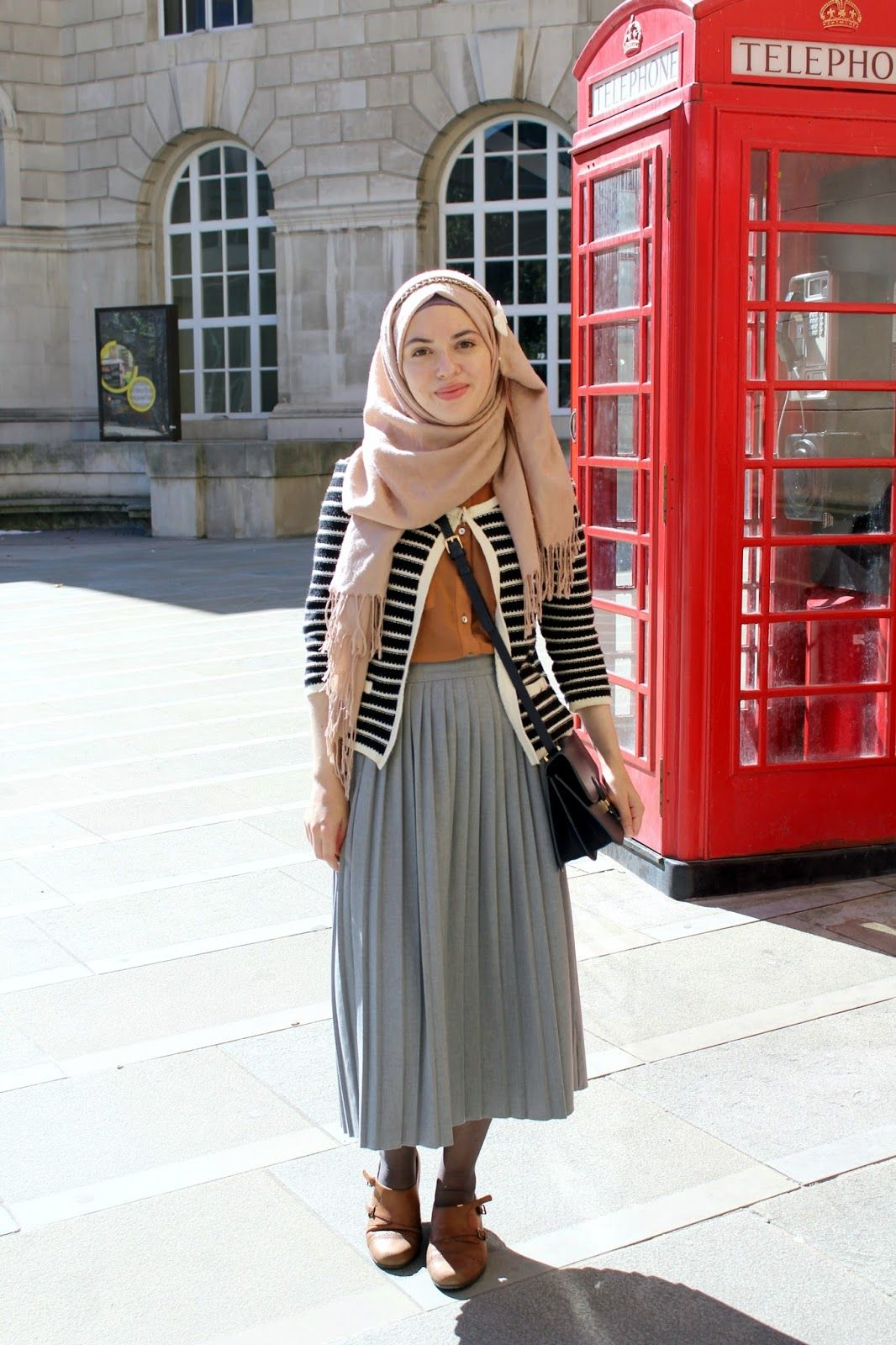 Vintagonista blog vintage hijab outfit, archive alexa, grey pleated midi  skirt, colour