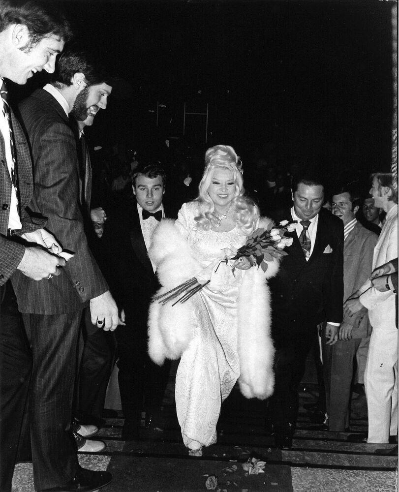 Mae West Voted SWEETHEART OF USC FRATERNITY SIGMA CHI WEST Mae Loves Her  Men #2   Zaragoza, Eva peron, Eva