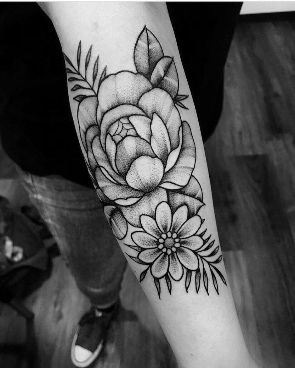Lavoro eseguito l'anno scorso 🖤🗡 Per info e appuntamenti [messaggio privato] . . . #peony #flower #finelinetattoo #tattoo #blacktatts #blackworks #blackwork #flowerstattoo #finelinetattoos #smalltattoo #ttblackink #tattoo #tattoos #tattooed  #btattooing #art #artist #iblackwork #tattooblack #arts  #blackworkstattoo #armtattoo #inked #kwadron #rosetattoo #amazing