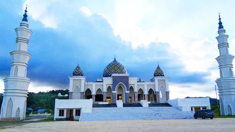 Mesjid Agung Darussalam Weda Kab Halmahera Tengah Di 2020 Mesjid