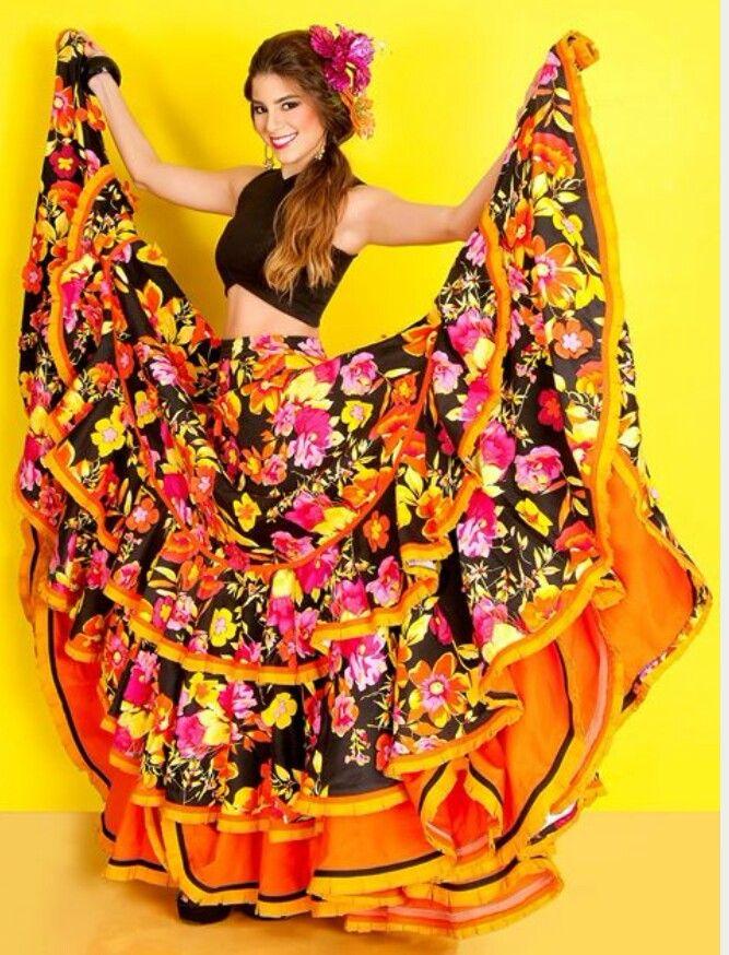 d8f3d6629c0 Pin de Beatriz Diazgranados en Disfraces | Traje de baile, Vestidos de  carnaval y Vestidos de danza