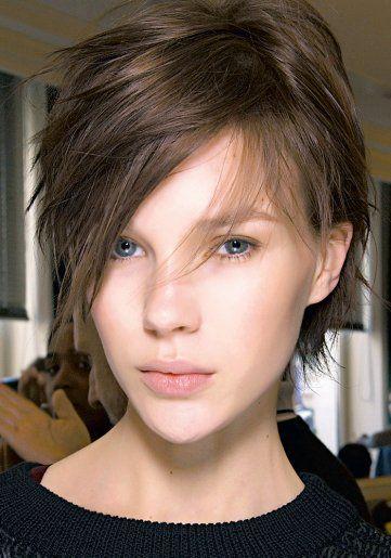 Coupe de cheveux on passe au court Coiffure / Beauté